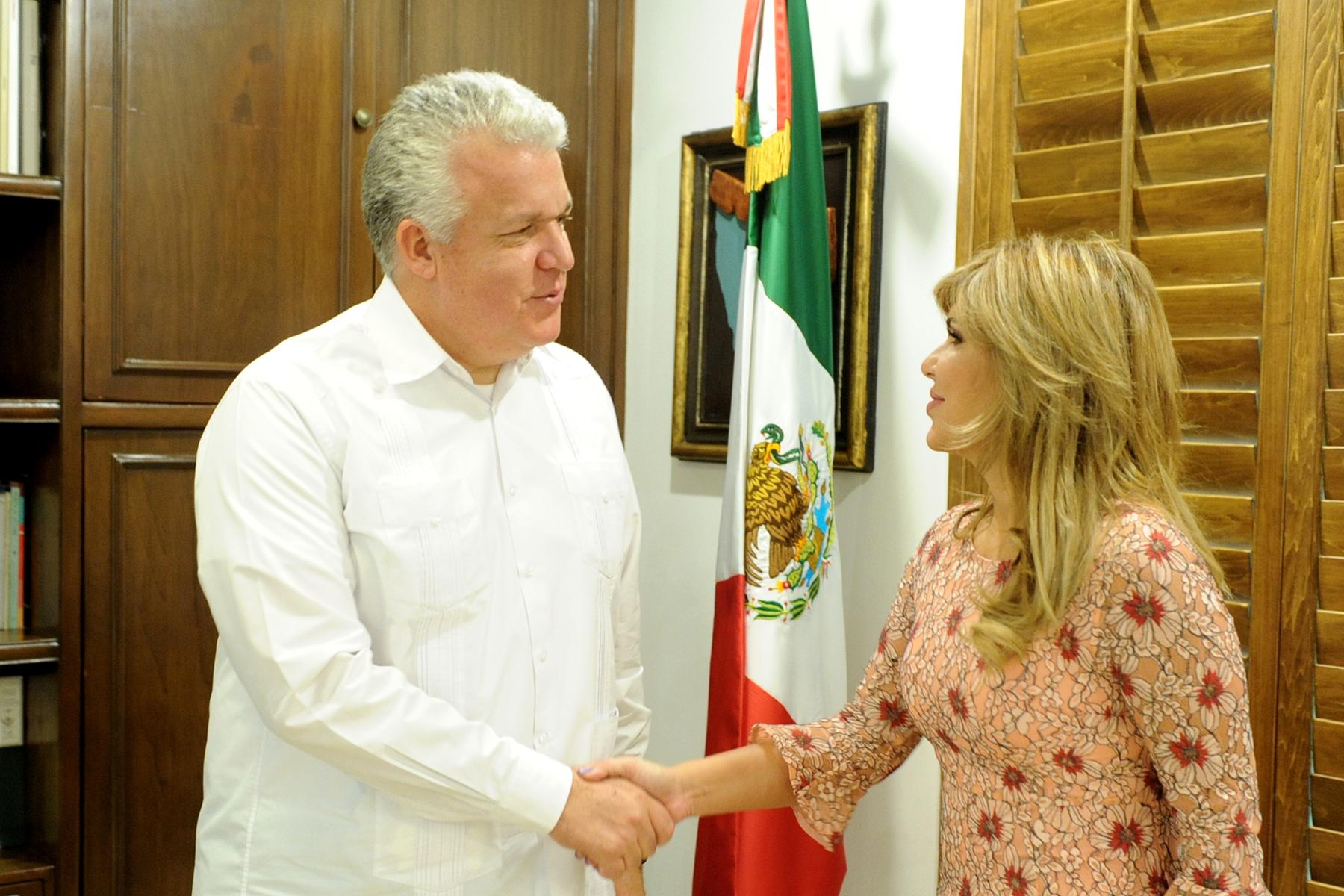 Resultado de imagen para Estrecha Gobernadora Pavlovich lazos con embajador de Ecuador en México