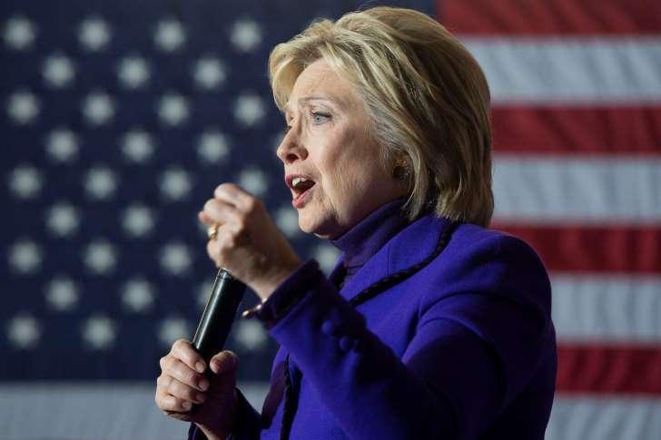 Clinton ataca a Trump por su doble discurso ante México